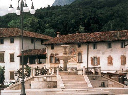 Maniago fontana e Palazzo dei Conti d'Attimis